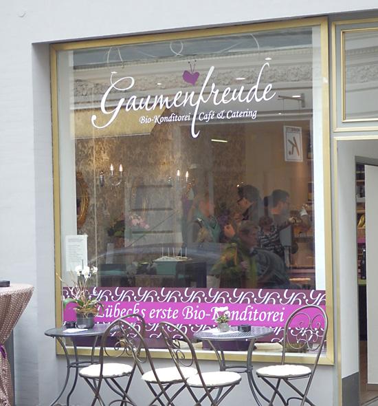 Lübeck. Bio-Konditorei Gaumenfreude in der Hüxstraße.