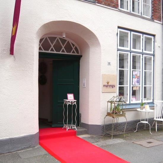 Der rote Teppich des verkaufsoffenen Sonntags in Lübeck.