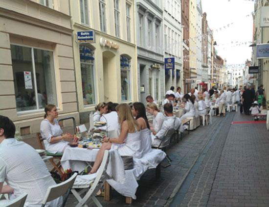 Weißes Dinner in Lübeck, Straßenansicht Fleischhauerstr.